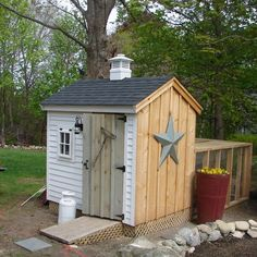 What a fantastic Americana coop!  I love the five pointed star, cupola, and milk pail outside the door!