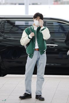 Suho [HQ] 191010 Incheon Airport, Departing for Fukuoka Korean Airport Fashion, Korean Fashion, Fashion Idol, Kpop Fashion, Fashion Men, Retro Outfits, Jean Outfits, 5 Years With Exo, Exo Korean