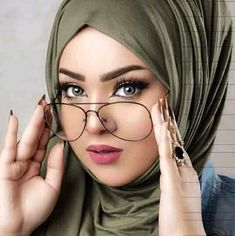 Hijabi Girl, Girl Hijab, Beautiful Hijab Girl, Pakistani Fashion Party Wear, Hijab Fashion, Hijab Makeup, Bike Photoshoot, Muslim Beauty, Ways To Wear A Scarf