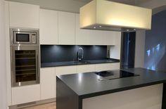 Cocina Isla campana Zen Zen, Kitchen Cabinets, Infinity, Table, Furniture, Home Decor, Kitchen White, Vanity Tops, Kitchens