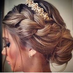 Lovely Bridal Hair Inspo (Hair and Beauty Tutorials) Ball Hairstyles, Prom Hairstyles For Long Hair, Homecoming Hairstyles, Pretty Hairstyles, Wedding Hairstyles, Hairstyle Ideas, Perfect Hairstyle, Hair Ideas, Wedding Hair And Makeup