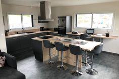 Découvrez les cuisines de nos clients Cafe Design, Küchen Design, Design Moderne, Japanese Home Decor, Outdoor Cafe, Interior Exterior, Modern Kitchen Design, Home Renovation, Home Kitchens