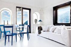Decoración con toques de azul para una estancia llena de vida