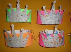 'Jules is jarig': verjaardagskroonThema 'Jules is jarig': verjaardagskroon Hat Crafts, Paper Crafts, Crazy Hats, Twelfth Night, Christmas Bells, Kids Hats, Art Journal Inspiration, Art Activities, Disney Frozen