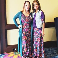 Remember that time @lularoecharinafenton and I showed up in the same AMAZING Ana dress?!? So awesome! Styled 2 totally different ways! I really love how the Ana dress makes you look had to toe fabulous with such ease!!! #lularoe #lularoeana #smsaliexpress