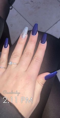 How to choose your fake nails? - My Nails Blue And Silver Nails, Navy Blue Nails, Blue Glitter Nails, Pink Nails, Gel Nails, Navy Acrylic Nails, Coffin Acrylics, Coffin Nails, Christmas Nails