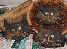 Set of 10 Primitive Halloween Owl Ornies Tucks Bowl Fillers Shelf Sitters Pillows Trick or Treat Non Candy Gift Primitive Halloween Decor, Primitive Autumn, Halloween Owl, Primitive Crafts, Halloween Crafts, Holiday Crafts, Halloween Decorations, Scarecrow Crafts, Primitive Snowmen