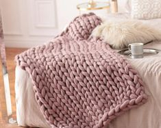 Wool Hugs Dusty Pink Chunky Knit Blanket. Pink throw blanket. Big knit throw. Chunky knit throw. Merino wool blanket. Birthday Gift. Spring
