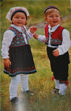 Photo by Aina Zuidema Regional, Folk Costume, Costumes, Scandinavian Design, Norway, Folk Art, Frozen, Barn, Architecture