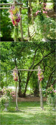 Arco de flores con ramas. Una idea dulce y adorable. Los arcos de flores son un elemento decorativo tan único como bello. Hoy te enseñamos como hacer tu misma como hacer arcos de flores con bambú, ramas y madera, según el estilo que desees imprimir en tu boda. Elige tu favorito y sorprende a tus invitados con un altar romántico y original.