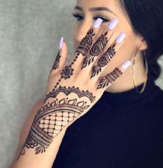 What is a Henna Tattoo? Henna tattoos are becoming very popular, but what precisely are they? Henna Hand Designs, Eid Mehndi Designs, Mehndi Designs Finger, Stylish Mehndi Designs, Mehndi Designs For Girls, Mehndi Designs For Fingers, Beautiful Mehndi Design, Latest Mehndi Designs, Henna Tattoo Designs