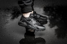 "Girls, the Nike WMNS Air Huarache Run ""all black"" is available at our shop now! EU 36 - 40 