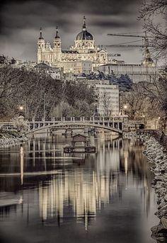 Catedral de Santa María la Real de la Almudena, Madrid..wow, so pretty