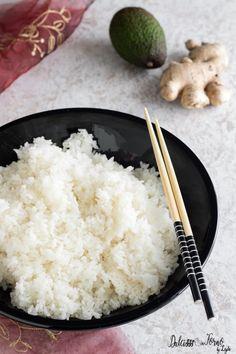 Come cucinare il riso per sushi perfetto e i tipi di sushi fatto in casa Cute Food, A Food, Good Food, Food And Drink, Yummy Food, Sushi Recipes, Asian Recipes, Vegetarian Recipes, Healthy Recipes