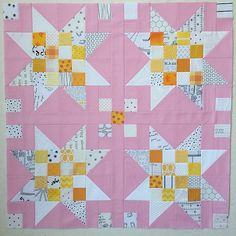 My #scrapjarstars ... Waiting for a border of some kind another offspring made from the #Scandibee blocks ...,think this one is a Daisy flower  #gigisthimble #kviltstina  LOVE THE PINK☺️