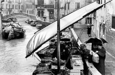 Gianni Berengo Gardin - La barca della verdura - 1956 ca.