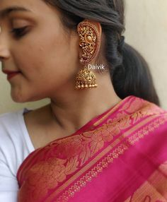 Indian jewelry earrings - Top Five Brands To Shop Bold Traditional Earrings For Weddings! Gold Jhumka Earrings, Indian Jewelry Earrings, Indian Wedding Jewelry, Jewelry Design Earrings, Gold Earrings Designs, Gold Jewellery Design, Antique Earrings, Bridal Earrings, Gold Jewelry