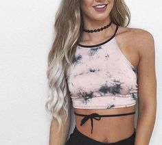 Lovely 10 Modish Women's Hangout Fest Outfits Ideas That Will Make Looks Pretty Look Festival, Festival Mode, Festival Wear, Festival Outfits, Festival Fashion, Rave Outfits, Summer Outfits, Crop Top Outfits, Capsule Wardrobe