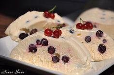 Parfait cu coacaze negre Parfait, Pastel, Frozen Desserts, Pinterest Recipes, Sorbet, Popsicles, Mousse, Cheesecake, Good Food