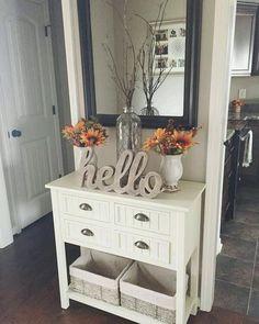 Entrada. Mueble de madera y espejo. Almacén de Inspiraciones: paseo del 22 de noviembre de 2016