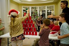"Christmas ""Minute to Win it"" games for a family party!"