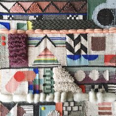 Genevieve Grif­fiths weaves abstract wall hang­ings inspired by archi­tec­tur­al struc­tures. Her col­or­ful pieces have pyra­mids, steps, arch­es, and stairs woven into their designs, resem­bling the maps of fan­tas­ti­cal cities far away Weaving Textiles, Weaving Patterns, Tapestry Weaving, Loom Weaving, Hand Weaving, Art Textile, Textile Artists, Weaving Wall Hanging, Wall Hangings