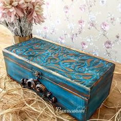 Decoupage Box, Decoupage Vintage, Vintage Decor, Decopage Furniture, Jewelry Box Makeover, Painted Wooden Boxes, Shadow Box Art, Altered Boxes, Bohemian Decor