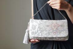 結婚式やパーティー日常使いにも。 プラチナ箔 2way帯クラッチバッグ& ハンドバック 絹帯 リメイク シルバー    ichie ichie TOKYO Modern Kimono, Fashion Sewing, 2way, Shoulder Bag, Fashion Outfits, My Favorite Things, Handmade, Bags, Accessories