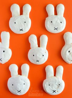 Recipe and how to make Miffy meringues (in Dutch) from Laura's Bakery - Nijntje schuimpjes.