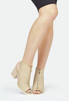 Zapatos Amia en Nude - Envío gratuito en JustFab