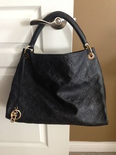 9abfeac2be98 Louis Vuitton Artsy  Louis  Vuitton  Artsy Fashion Bags, Fashion Handbags,  Womens