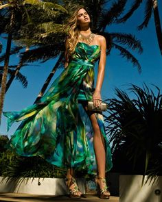 Forever New. Earlier this month the few Forever New stores dotted around South . Tropical Fashion, Tropical Dress, Tropical Style, Tropical Paradise, Tropical Prints, Forever New, New Green, Green Silk, Boho Green