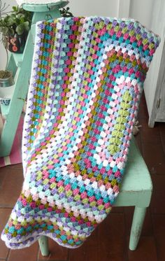 Granny square blanket by Mari Gho