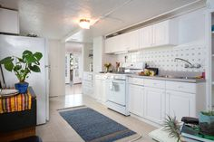 Great kitchen with plenty of cooking space