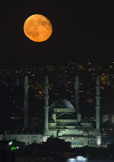 Sunday's Supermoon Lunar Eclipse- Ankara, Turkey