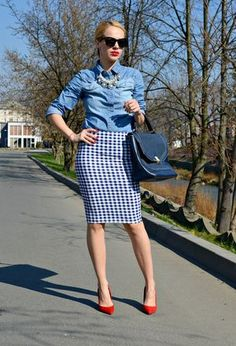 How To Wear Denim Top Chambray Shirts 38 Ideas Houndstooth Skirt, Gingham Skirt, Fashion Details, Love Fashion, Fashion Outfits, Fashion Design, Denim Top, Cute Outfits With Jeans, Pencil Skirt Outfits