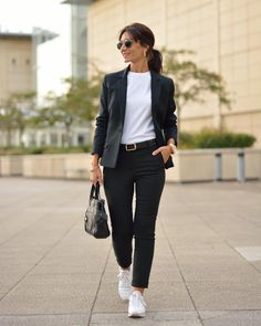 Stunning Work Outfit Ideas With Sneaker - Knitters Sporty Chic Outfits, Sporty Chic Style, Sneakers Fashion Outfits, Casual Work Outfits, Business Casual Outfits, Outfits Winter, Sporty Look, Casual Chic, Pijamas Women