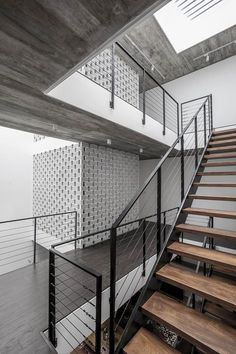 of House / AHL architects associates - 35 Image 35 of 51 from gallery of House / AHL architects associates. Photograph by Hung DaoImage 35 of 51 from gallery of House / AHL architects associates. Photograph by Hung Dao Detail Architecture, Interior Architecture, Railing Design, Staircase Design, Steel Stairs, Stair Handrail, Banisters, Stair Detail, Modern Stairs