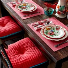 The Pioneer Woman Solid Quilted Reversible Chairpad