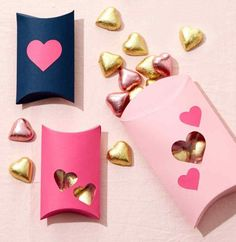 Incredibly Sweet Valentine's Day Favor Boxes - A great homemade pacakaging idea for tiny treasures. Valentine Day Crafts, Be My Valentine, Wrapping Gift, Valentine's Day Quotes, Pillow Box, Valentine's Day Diy, Favor Boxes, Candy Boxes, Crafts To Make