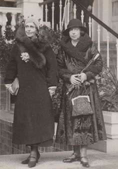 Alexandra and sister Marie Princess Alexandra, Princess Beatrice, Princess Victoria, Queen Victoria, Kaiser, Vintage Photographs, Titanic, Edinburgh, Romania