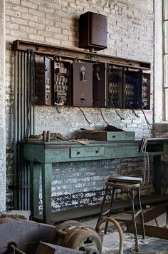 7 Awesome Cool Ideas: Home Decor Tips Articles home decor 2017 modern.Fall Home Decor Fireplaces vintage classic home decor.Home Decor Ikea Magazine Holders. Vintage Industrial Decor, Industrial Living, Industrial House, Industrial Chic, Industrial Furniture, Industrial Workspace, Vintage Decor, Vintage Style, Industrial Lamps