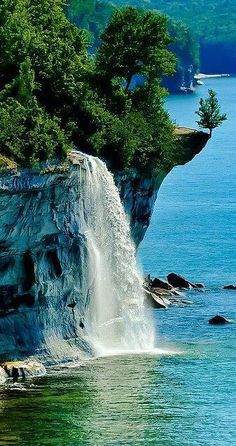 Spray Falls ~ Pictured Rocks National Lakeshore, between Munising and Grand Marais, Michigan. Located in the Upper Peninsula of Michigan - landscape photography Beautiful Waterfalls, Beautiful Landscapes, Places To Travel, Places To See, Travel Destinations, Beautiful World, Beautiful Places, Amazing Places, Beautiful Pictures
