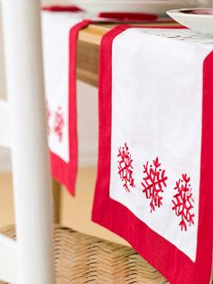 Red-and-White Snowflake Table Runner.  I love snowflakes1