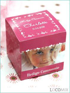 Leuke kubusvormige snoepdoosjes bedankjes die worden bedrukt in het ontwerp van jullie keuze! Deze snoepdoosjes bedankjes worden gevuld met het snoepgoed van jullie keuze. Kies een leuk ontwerp uit en geef de naam, Communie datum en een foto aan ons door. Dan maken wij dit leuke Communie bedankje helemaal op naar jullie wens.