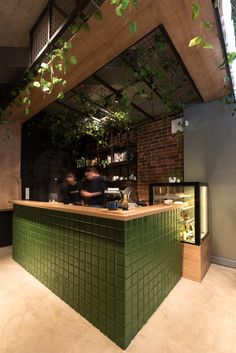 Here matcha reigns! Cafe Bar Counter, Restaurant Counter, Bar Counter Design, Outdoor Restaurant, Cafe Restaurant, Restaurant Design, Industrial Coffee Shop, Industrial Cafe, Cafe Interior Design