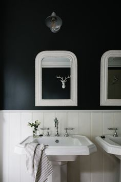 Country Bathroom Vanities, Clawfoot Tub Bathroom, Navy Bathroom, Bathroom Basin, Family Bathroom, Bathroom Ideas, Roses Luxury, Black White Bathrooms, Minimalist Home Interior