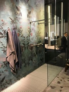 New Ideas For Chinoiserie Wallpaper Bathroom Interior Design Bathroom Design Inspiration, Bathroom Interior Design, Interior Decorating, Dining Room Paint Colors, Living Room Plants, Chinoiserie Wallpaper, Bathroom Wallpaper, Amazing Bathrooms, Home Deco