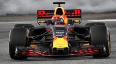 De nieuwe auto van Max Verstappen is veel sneller dan de F1-wagen waar hij vorig jaar in reed. Wat maakt de RB13 nou zo veel sneller dan de RB12? Red Bull F1, Red Bull Racing, F1 Racing, Racing Team, Formula 1, Bulls Team, F1 2017, F1 Drivers, F 1