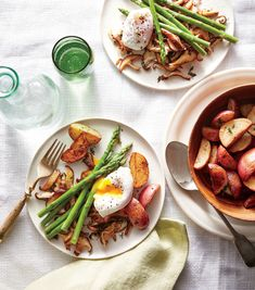 Shiitake & Asparagus Sauté w/ Poached Eggs / Date-night dinner need not center around meat. Here, earthy, meaty shiitake mushrooms balance lemony asparagus and a rich, perfectly poached egg. Beef Bourguignon, Vegetarian Dinners, Vegetarian Recipes, Healthy Recipes, Vegetarian Lunch, Veggie Recipes, Chicken Recipes, Cooking Light Recipes, Cooking Tips